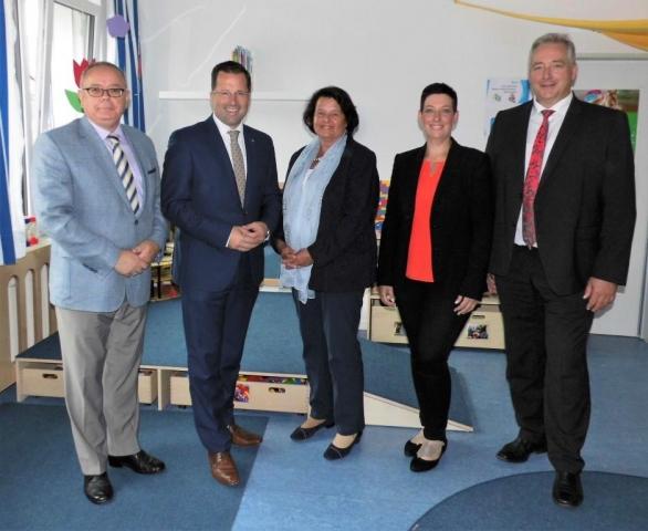 CDU Politiker Besuchen Kinderschutzbund