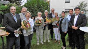 Die CDU-Jubilare (v. l.) Asaph Woltmann, Rainer Hasselmann, Katrin Rühland, Ingrid Wolframm, Ilse Böhmer und Helga Faupel (7. v. l.) im Beisein von Frank Oesterhelweg (CDU-Kreisvorsitzender, Sarah Grabenhorst-Quidde (CDU-Landtagskandidatin), Uwe Lagosky (MdB) und Uwe Schäfer (stv. Landrat).
