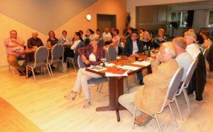 Zu dem schulpolitischen Fachgespräch im Dorfgemeinschaftshaus Halchter waren zahlreiche Vertreter verschiedener Schulformen anwesend.