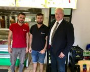 Walat Mussa und Fewaz AlHussein mit Frank Oesterhelweg
