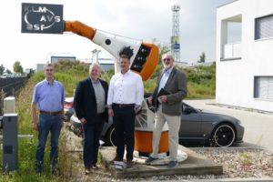 von links nach rechts Jörg Weber, MdL Frank Oesterhelweg, Geschäftsführer und Inhaber Lukas Miotk, Volker Brandt