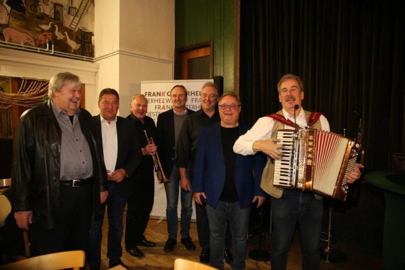 Viel Spaß hatten (v. l.) Heinz-Dieter Eßmann, Uwe Lagosky, Lutz Winkelmann, Rudolf Götz, Frank Oesterhelweg, Florin Heinemann und Jan Ahlers bei ihrem Gruppenauftritt.