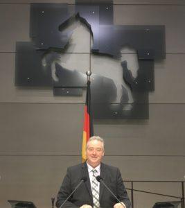 Zum ersten Mal auf dem Präsidentensessel im Plenarsaal des Niedersächsischen Landtages.