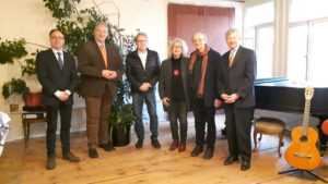 Im Bild v. l. n. r.: Tobias Henkel, Frank Oesterhelweg, Architekt Uwe Kleineberg, Susanne Bansen, Dr. Ulrich Thiele, Prof. Dr. Christoph Helm
