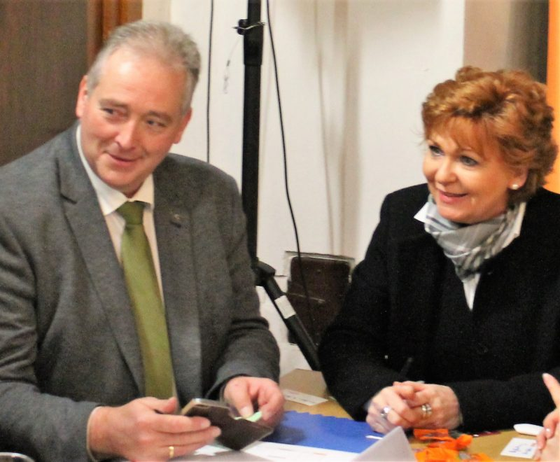 CDU-Landtagsvizepräsident Frank Oesterhelweg und Justizministerin Barbara Havliza im Gespräch
