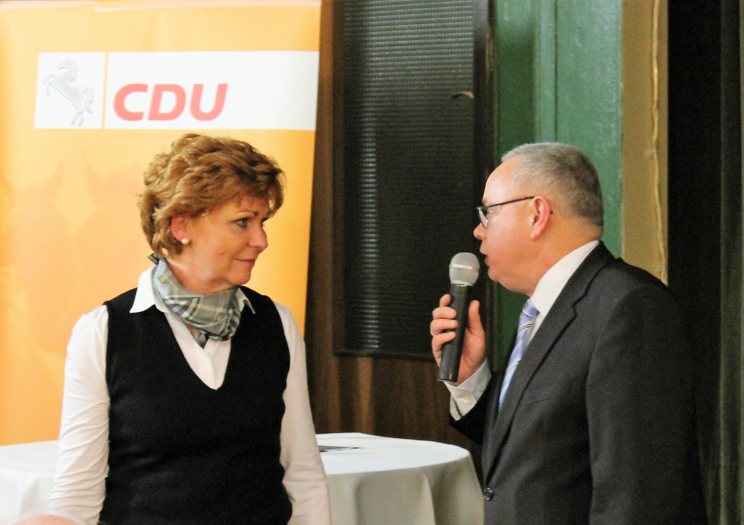 Ministerin Barbara Havliza wird vom CDU-Stadtverbandsvorsitzenden Andreas Meißler interviewt