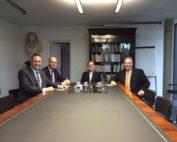 Am alten Kabinettstisch der früheren Braunschweiger Regierung v. l. n. r.: Oliver Schatta, Christoph Plett, Jochen Luckhardt und Frank Oesterhelweg.