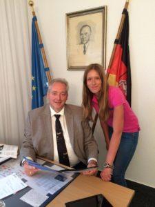 2. Foto (Sabine König) Landtagsvizepräsident Frank Oesterhelweg MdL mit der Kommunalpolitikerin Jaqueline Gödecke