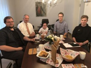 1. Foto (Sabine König) von links nach rechts: Christian Müller, Landtagsvizepräsident Frank Oesterhelweg MdL, Lukas Seidel, Tristan Marienhagen und Lukas König