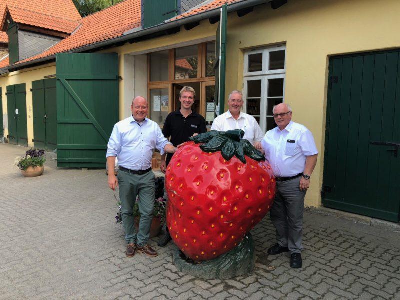Im Bild vor dem Hofladen: Holger Bormann, Johannes Weber, Frank Oesterhelweg und Wolfgang Gürtler.