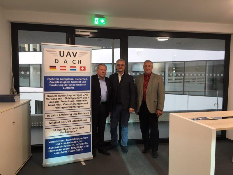 Im Bild v. l. n. r. Dr. Norbert Lohl, Michael Wieland und Frank Oesterhelweg