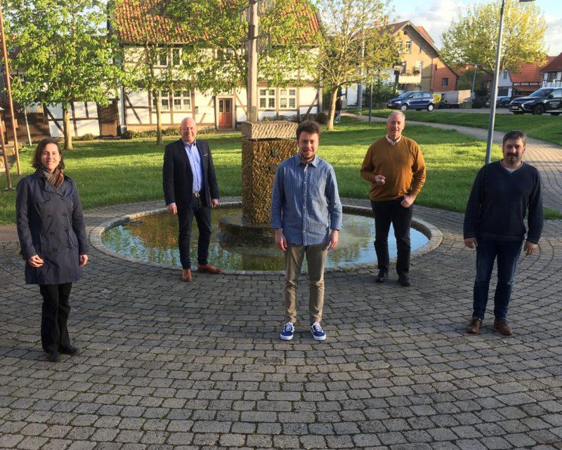 Im Bild (Aufnahme Ralf Hauch) v. l. n. r. vorn Dr. Monica Dahms, Henry Böddeker und Bernd Reiner, im Hintergrund Holger Bormann und Frank Oesterhelweg.